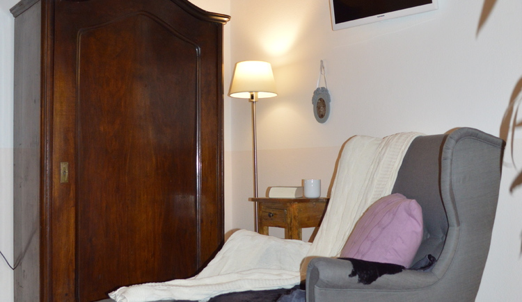 Der Wohnraum des Apartment Luise direkt am Hallstättersee ist gemütlich ausgestattet.