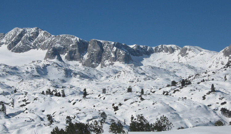 view of the mountain in winter