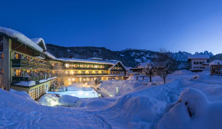 Das Hotel im Winter in der Nacht (© Wolfgang Stadler / Stadlerei)
