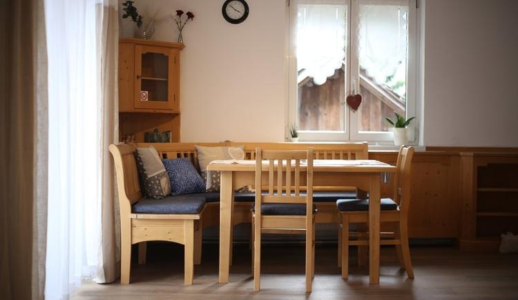 Der Essbereich mit Sitzgelegenheit für 5 Personen im Apartment Pepi.