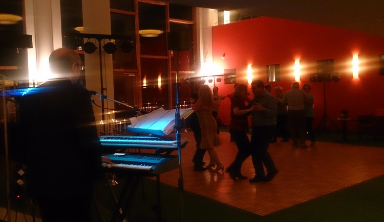 Enjoy a funny Dance evening in the Kurzentrum Bad Goisern am Hallstättersee.