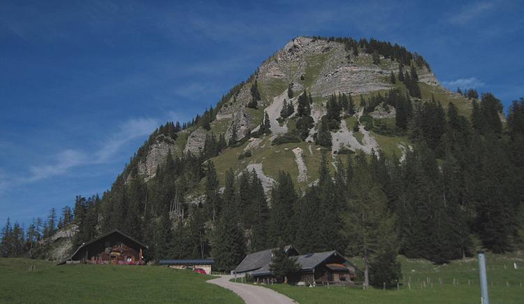 Genneralm mit Blick auf das Holzeck (© Gisbert Rabeder)