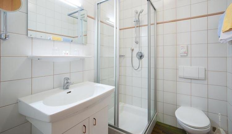 Doppelzimmer `Harmony Linde` Badezimmer (© Hotel Alte Post)