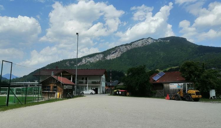Am Sportplatz in Bad Goisern können Sie mit ihrem Wohnmobil übernachten. (© Tourismusverband Dachstein Salzkammergut)