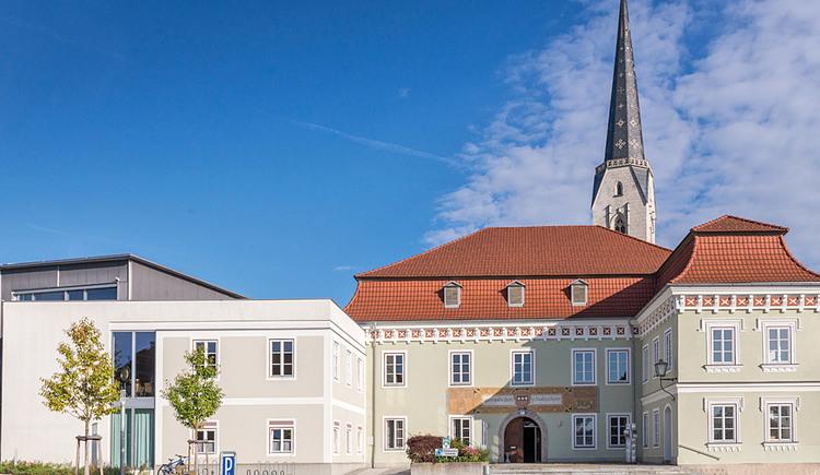 Gemeindeamt und Musikschule von Neukirchen an der Enknach. (© Neukirchen an der Enknach)