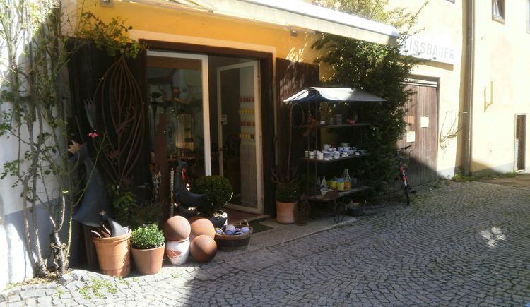 Besuchen Sie doch die Keramik in Hallstatt mit handgemachten Einzelstücken.\n