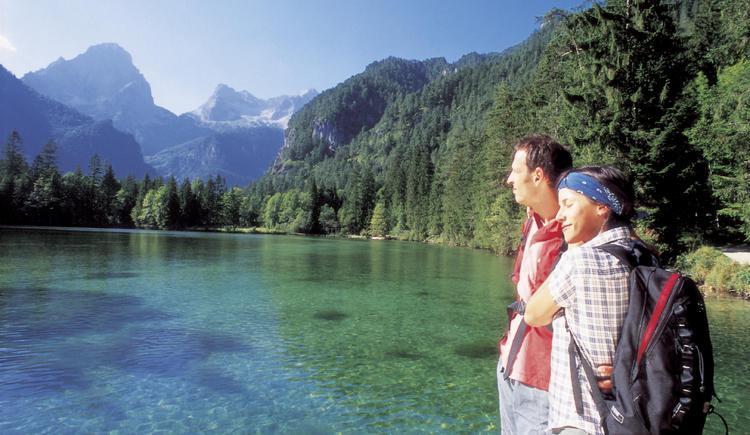 Wandern bei Hinterstoder: Pause am Schiederweiher mit Spitzmauer und Gr. Priel