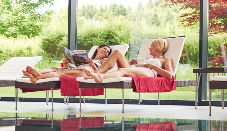 Entspannen am Pool im ****Spa Hotel Bründl. (© OÖ-Tourismus_Bildstadt für Spa Hotel Bründl)