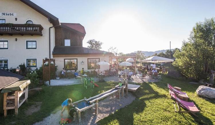 2016-06-24-Riedlwirt-Gastgarten-belebt-11 (1)