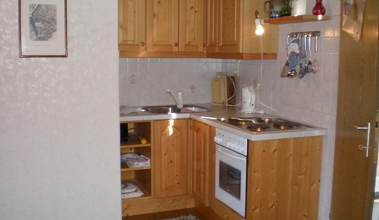In der komplett ausgestatteten Küche fühlt man sich wie zu Hause.