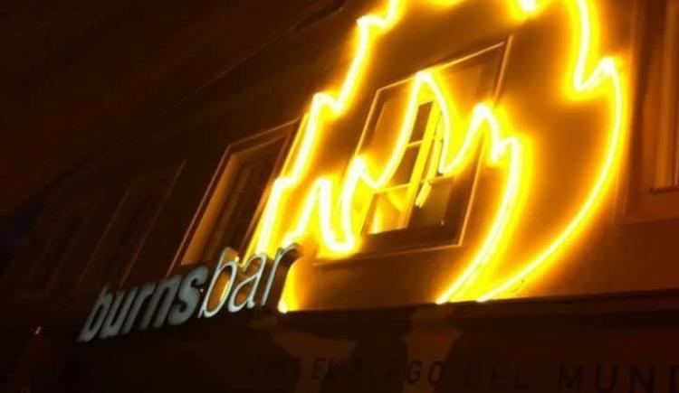 Burnsbar bei Nacht (© Burnsbar)