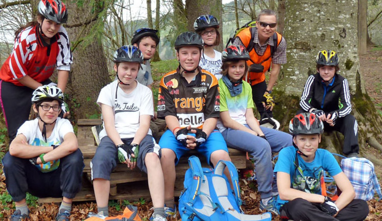 Spielerisch vermitteln wir Grundlagen des Mountainbikens und lassen dabei Spaß und Freude in der Natur nicht zu kurz kommen.