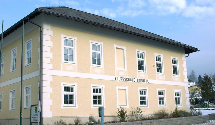 Blick auf die Volksschule Loibichl