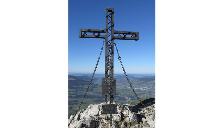 Blick auf ein Kreuz