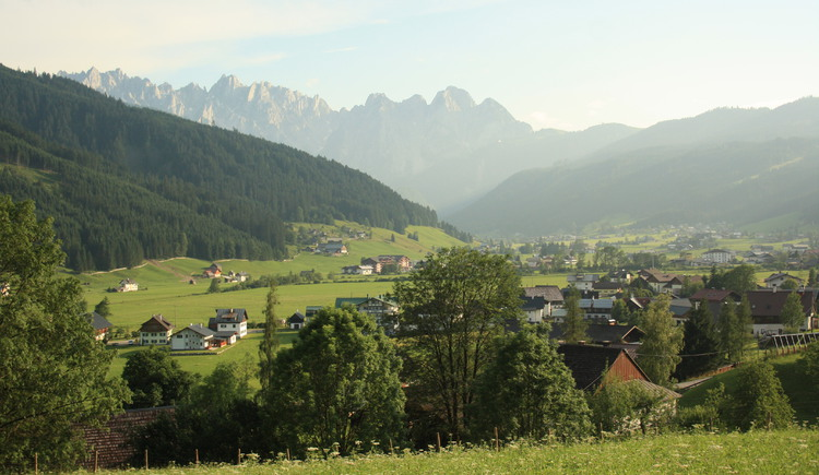 Enjoy the gorgeous view over the valley of Gosau and the magnificent Gosaukamm