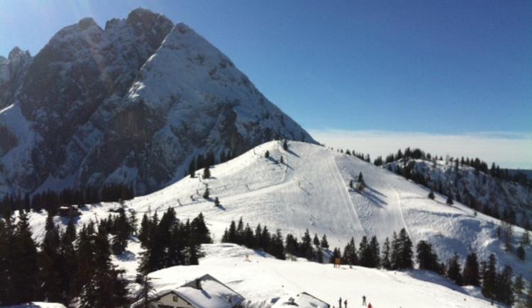 Das Skigebiet Dachstein West liegt praktisch direkt vor der Haustüre.