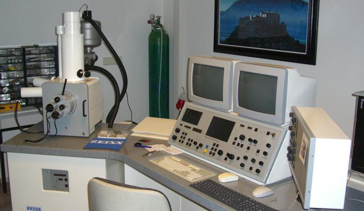 Raster Elektronenmikroskop, Labor