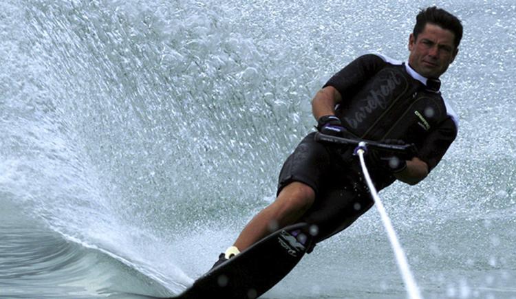 Wasserskifahrer auf dem See