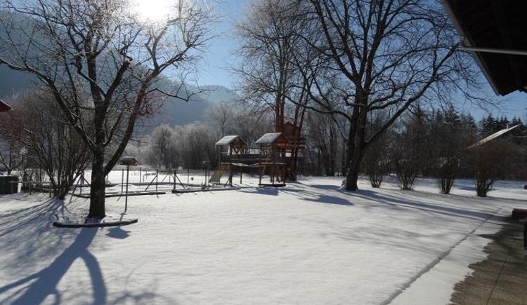 Spielplatz im Winter (© Pfingstmann)