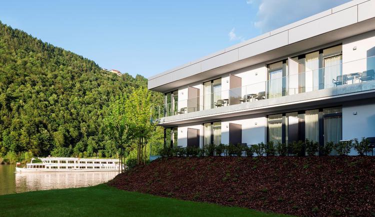 Direkter Donaublick mit Terrasse oder Balkon, im Donautal gelegen. (© Wesenufer Hotel & Seminarkultur an der Donau)