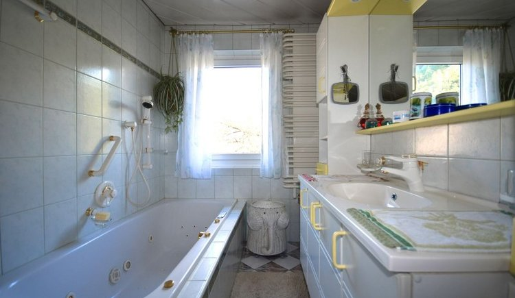 The bathroom of the Holiday flat Regina in the Echerntal in Hallstatt
