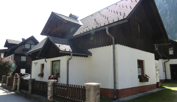 The House Jodler is just a few minutes walking to the cable car Station in Hallstatt