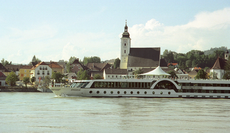 Grein Blick auf Donau mit Schiff