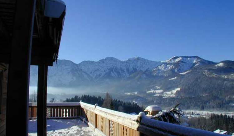 Von der Terrasse haben sie einen traumhaften Blick auf die Bergwelt. (© Rehn)
