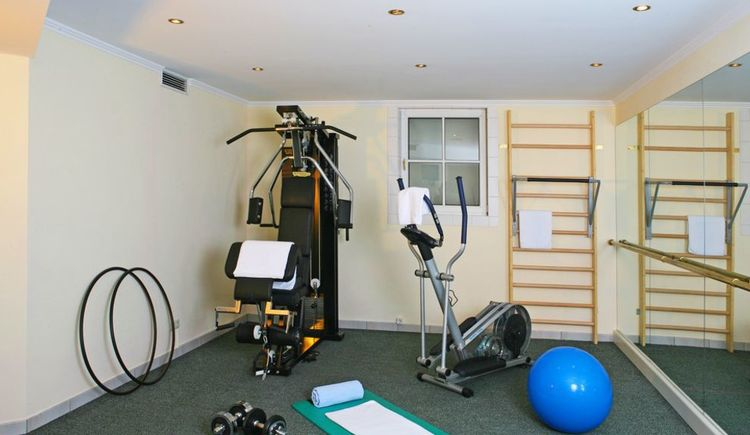 free fitness room in the wellness area with stepper, bike, mats, gymnastic ball,. (© Fit mach mit, www.leitnerbraeu.at)