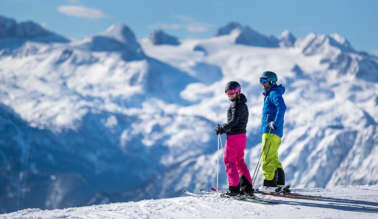 Das schneesichere Familien-Skiresort Loser in Altaussee im steirischen Salzkammergut erstreckt sich über 1.000 Höhenmeter und bietet ein attraktives Angebot mit 33 hervorragend präparierten Pistenkilometern und nebelfreien Panoramablicken ins Ausseerland und das nahe Oberösterreich. (© ausseerland-salzkammergut_tom lamm)