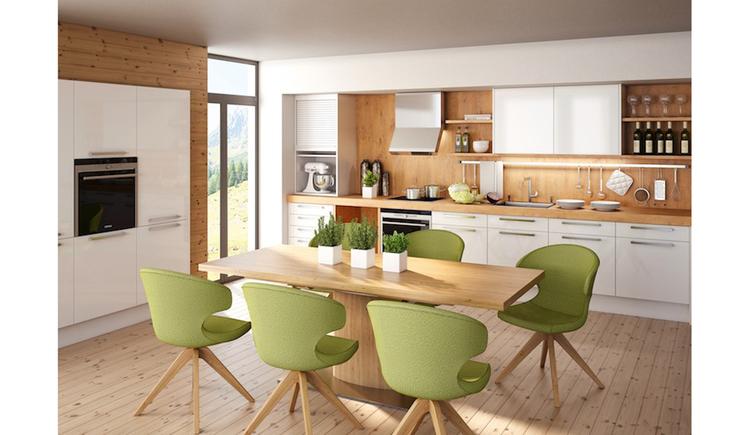 Blick in eine Küche, Stühle, Tisch