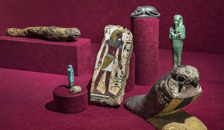 altägyptischer Falke, Symboltier des Gottes Horus