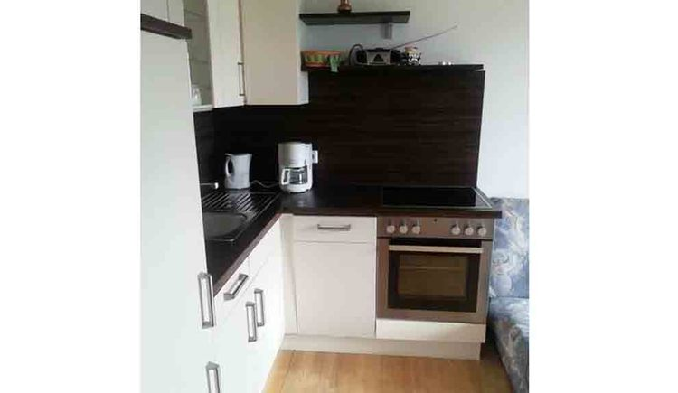 kitchen with cooker, kettle and coffee machine