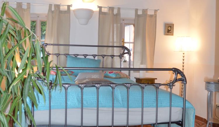 Der Schlafraum im Apartment Luise lädt zum Träumen ein.