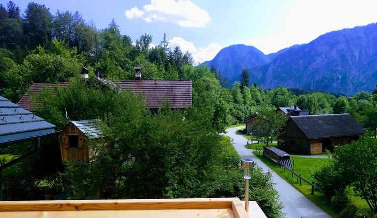 Im Grünen gelegen mit herrlichen Ausblick auf die Bergwelt.