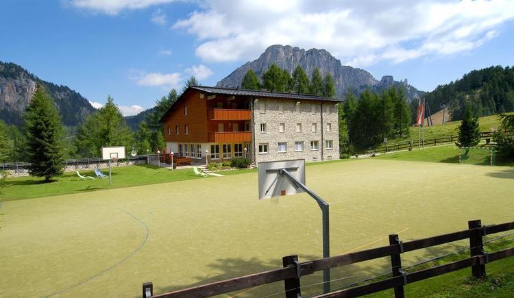 Jugenhaus mit Sportplatz (© Land OÖ/Kosina)