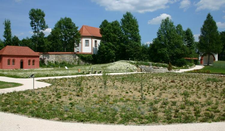 Stiftergarten mit Blick zum Sommerhaus (© Stift Schlägl)