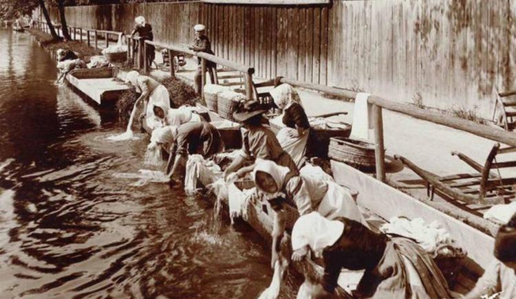 Wäscherinnen am Mühlbach