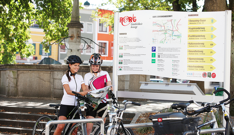 Hauptplatz Perg, Radfahren, Wandern, Laufen, Brunnen. (© Satdtmarketing PERG - Katharina Lacko)