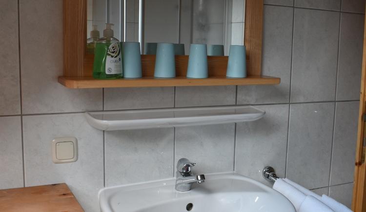Badezimmer mit Dusche, WC sep.