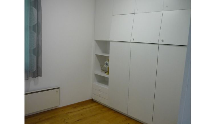 Room with build-in closet