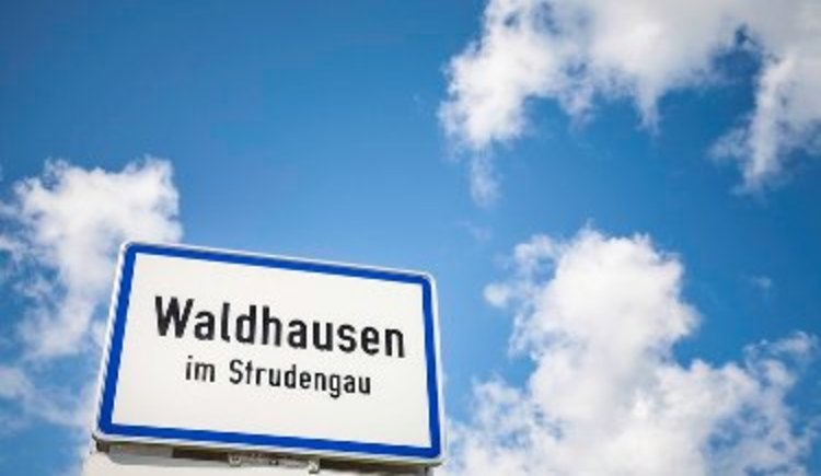 Ortstafel Waldhausen im Strudengau