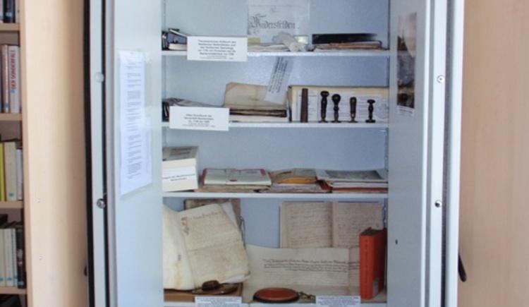 Geschichtsarchiv in der Gemeindebibliothek Weitersfelden. (© Marktgemeinde Weitersfelden)