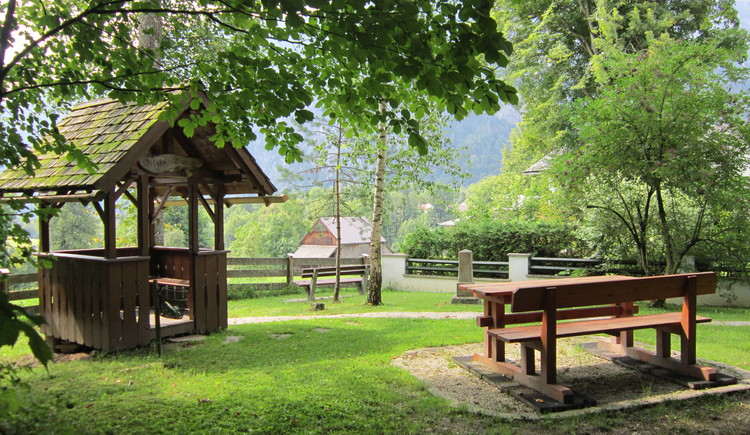 The Giselawarte is located in the village of Gschwandt / Ramsau. Great view to Lake Hallstatt and the mountains of the Inner Salzkammergut.