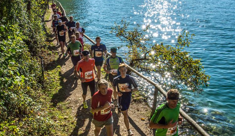 Seien Sie dabei! Jeden 3. Sonntag im Oktober wird am Wolfgangsee gelaufen. (© Wolfgangseelauf / Horst von Bohlen)