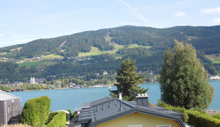 view from the balcony onto the Mondsee, mountains in the background