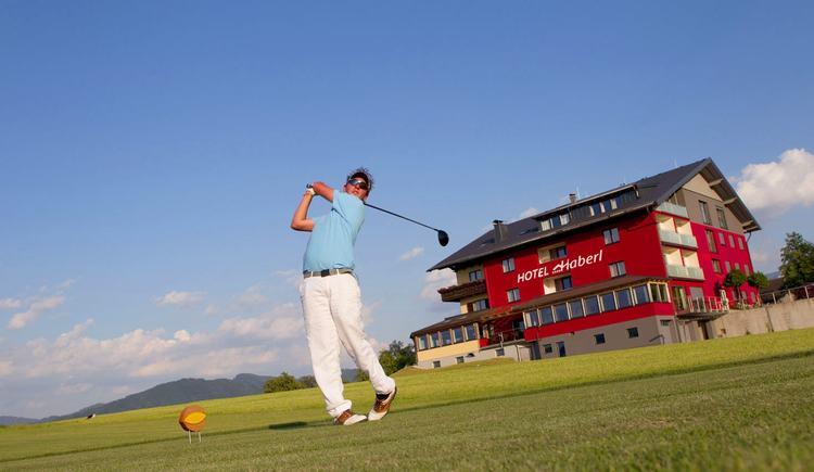 golfcourt next to the hotel (© Hotel Haberl)