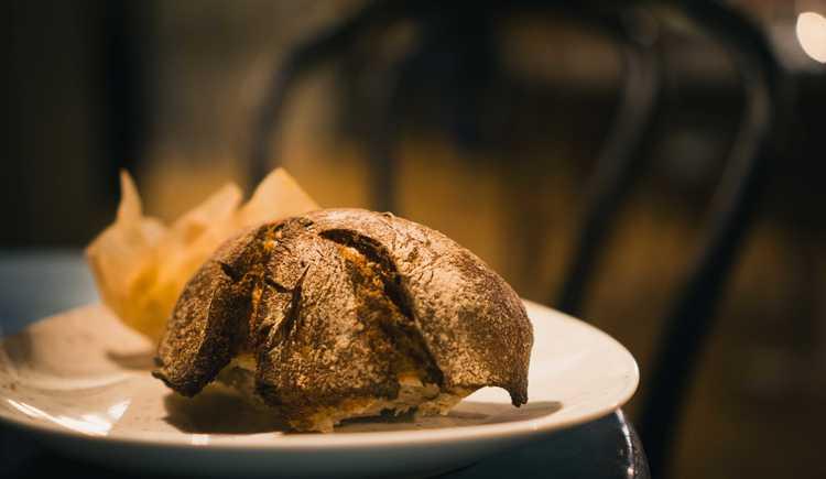 Unser knuspriges Brot von der Hellstern Bäckerei. (© Restaurant Forthuber / Martin Huber)