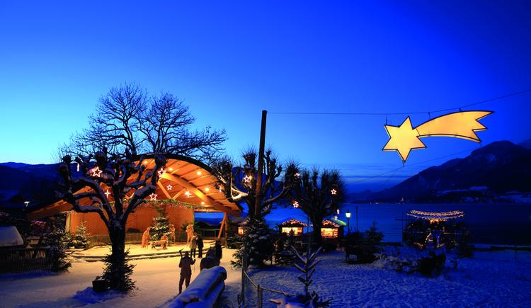 Seepromenade von Strobl  mit Komet, dem Wahrzeichen des Wolfgangseer Advent in Strobl