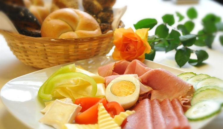 Reichhaltiges Frühstücksbuffet (© Familie Jäger)